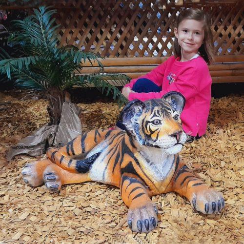 Bébé tigre couché nlcdeco