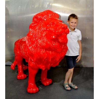 Lion debout rouge