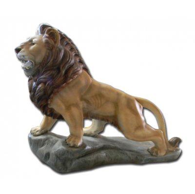 Lion sur rocher