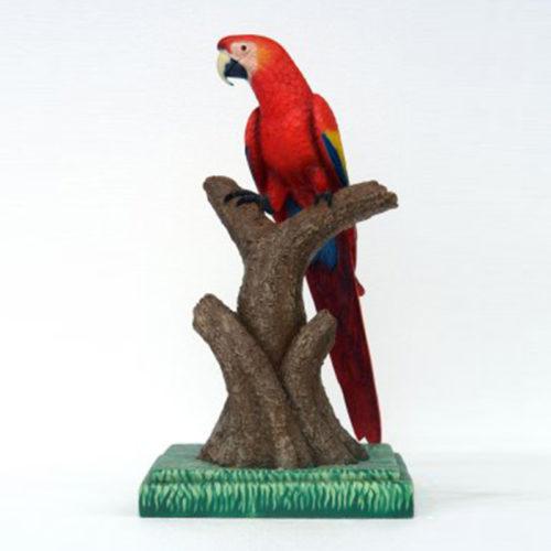 Perroquet-sur-perchoir-rouge Perroquet-sur-perchoir-bleu-jaune animaux en résine nlcdeco déco