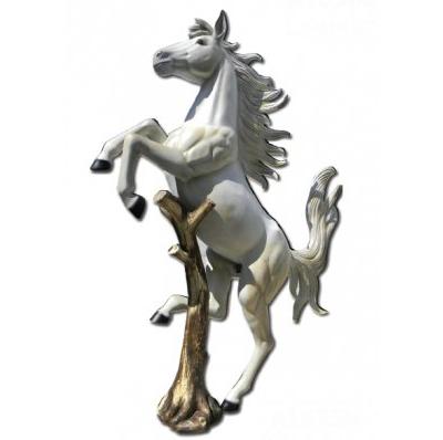 Cheval cabré blanc resine