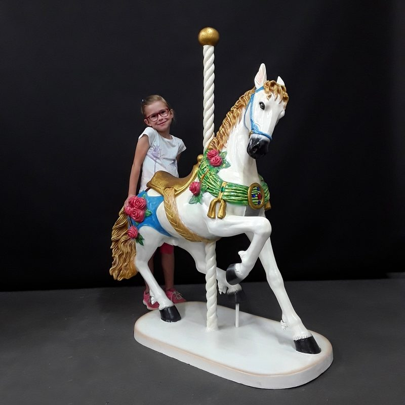 Cheval-de-carrousel-en-résine-décoration-nlcdeco-.jpg