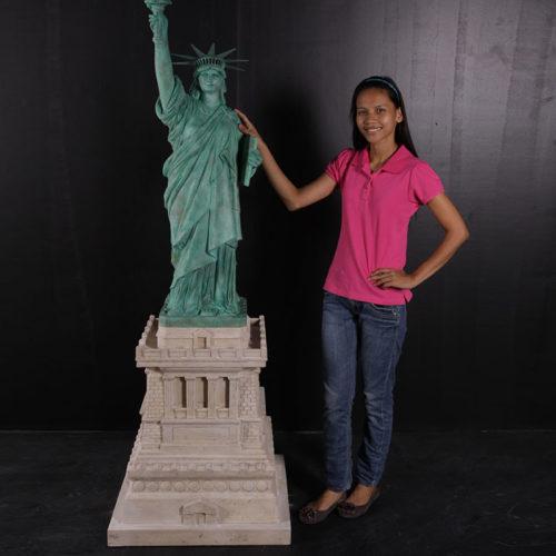Statue de la liberté sur socle NLC DECO