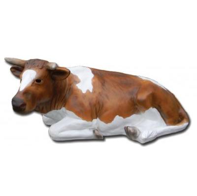 Vache couchée marron blanc