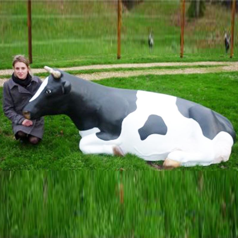 Vache couchée grandeur nature - Animaux, figurines et décors en résine