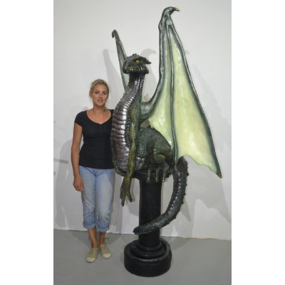 Dragon sur pilier