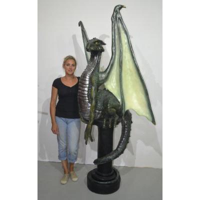Dragon sur pilier