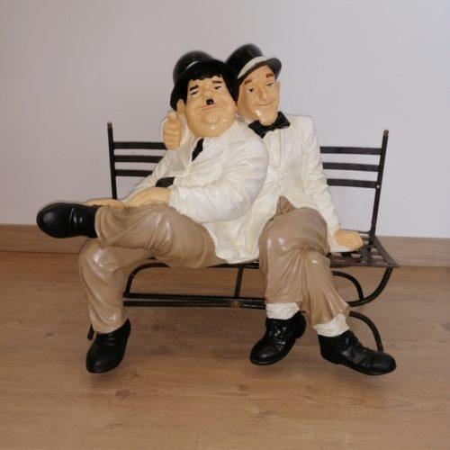 Laurel-et-Hardy-banc-nlcdeco-décors-en-résine-film-muet-duo-comique-vue-globale.jpg