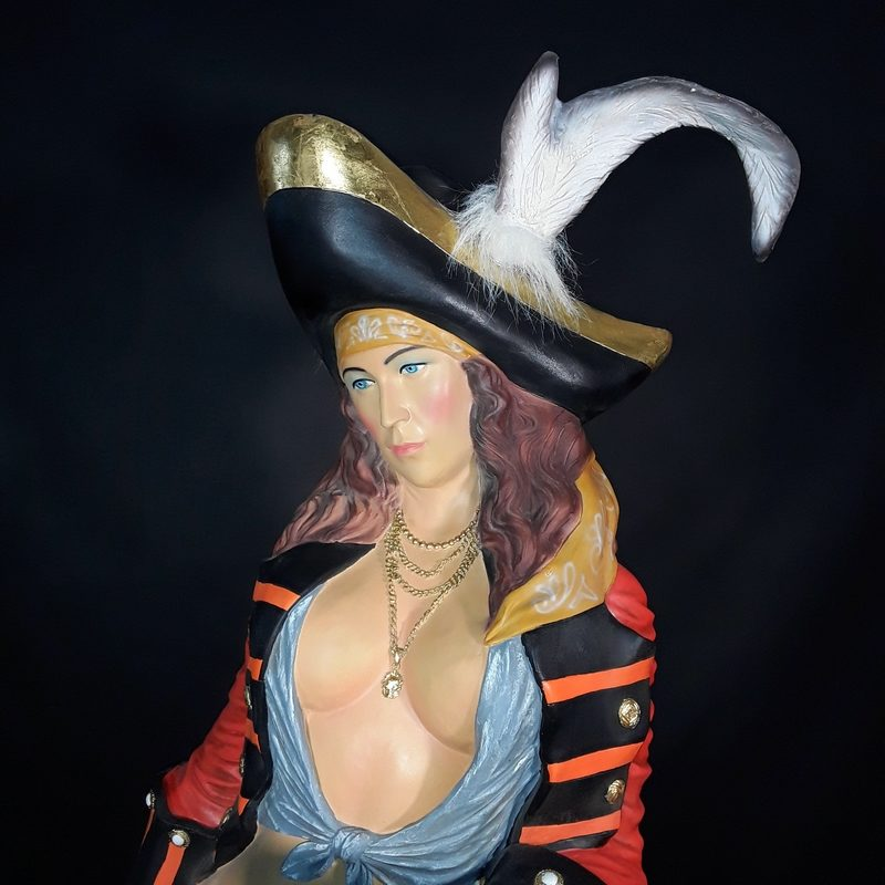 Serveuse-pirate-buste-nlcdeco-.jpg