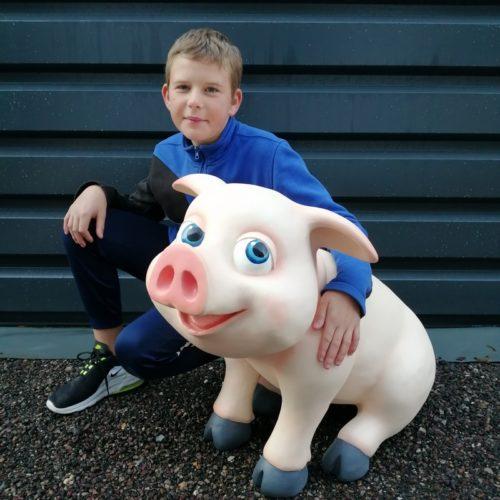 cochon-comique-décor-résine-nlcdeco-animaux-ferme-drôle-rigolo-animation-fête-foraine-restaurant-boucherie-jambon-saucisson-porc-truie-porcinet-vue-zoom
