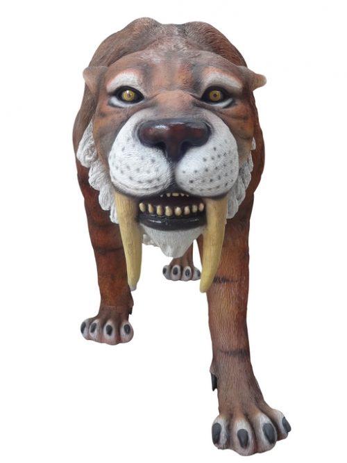 tigre à dents de sabre grandeur nature