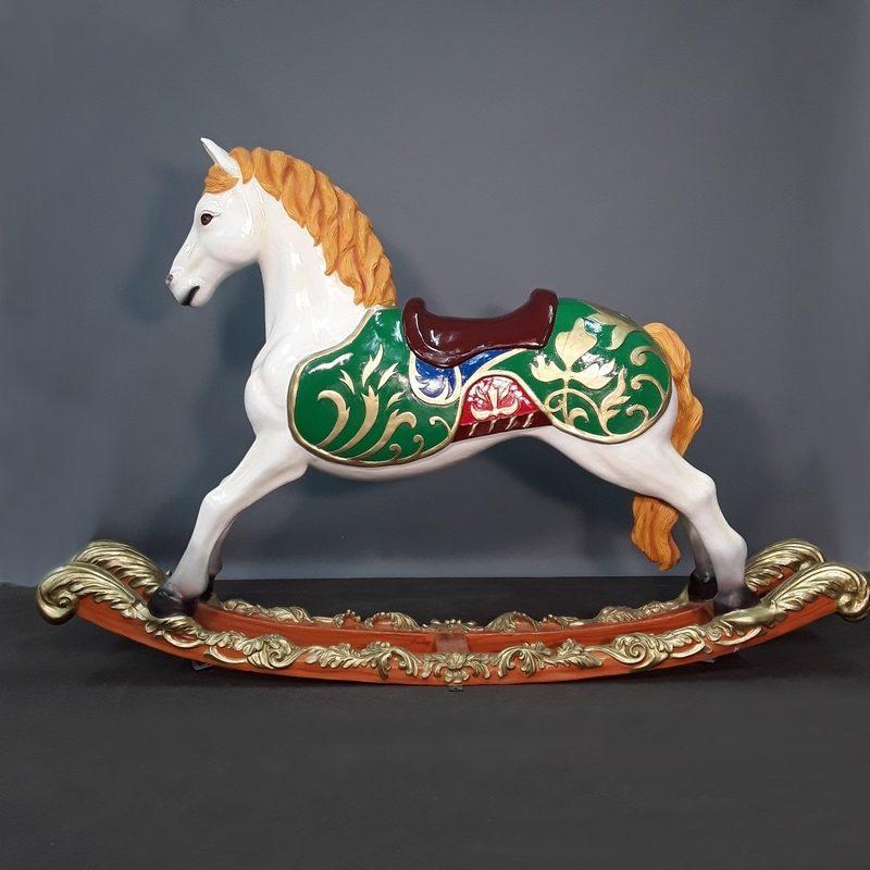 Cheval de carrousel en résine nlcdeco