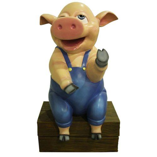 Cochon assis sur caisse