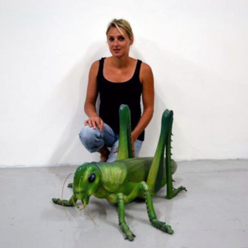 Sauterelle-verte-en-résine