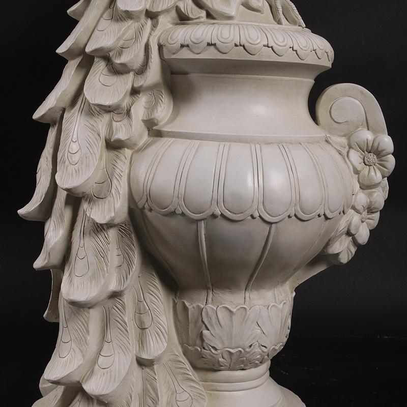 Statue géante de Paon