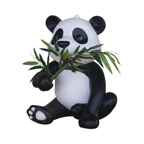 panda-with-bamboo Panda bébé assis mange du bambou