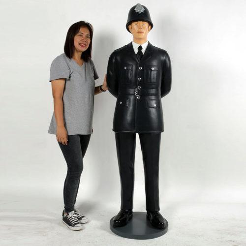 policeman policier anglais bobbies nlcdeco decoration en résine personnage en résine taille reelle nature