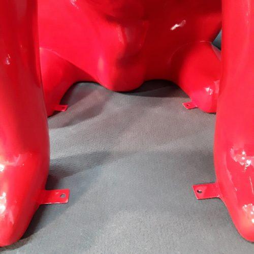 Fixations aux pattes du Bouledogue géant nlcdeco