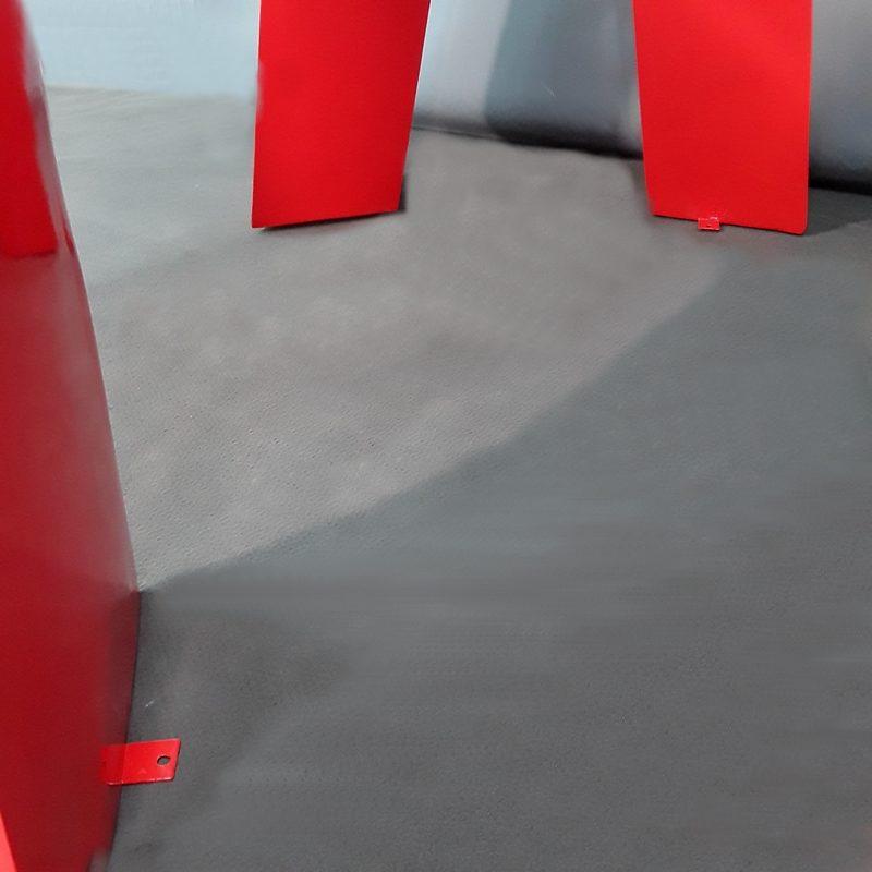 Gorille moderne rouge pattes de fixation nlcdeco
