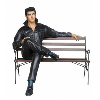 Elvis sur banc