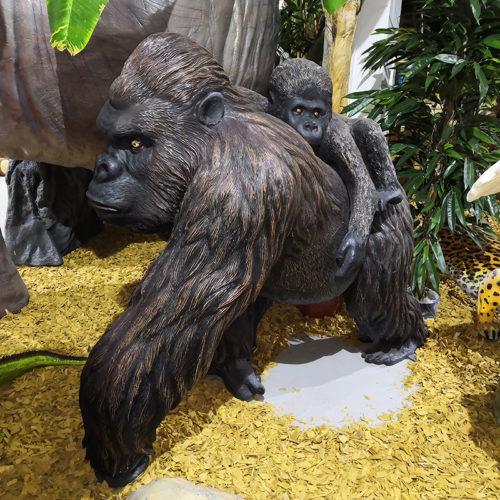 Gorille avec son petit