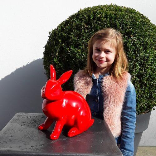 Statue résine petit lapin assis rouge nlcdeco