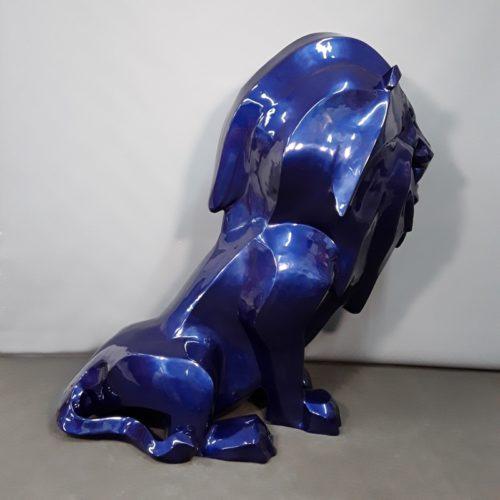 Lion assis bleu roi aspect brillant nlcdeco