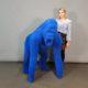 Statue Gorille floqué bleu roi nlcdeco